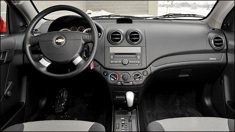 Chevrolet aveo5 ls 2009 essai routier nouvelles auto123 for Interieur chevrolet aveo
