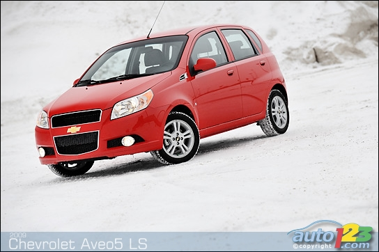 Chevrolet Aveo5 Road Photos