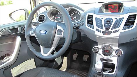 Essais routiers par des experts de l 39 industrie auto123 for Interieur ford fiesta