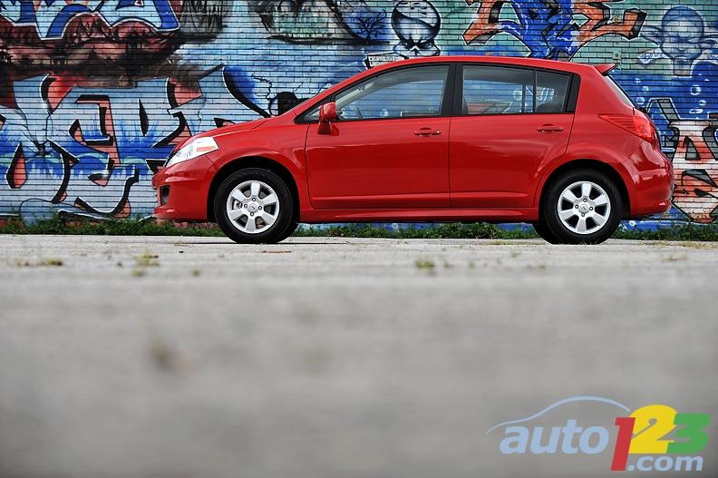 nissan versa 2009. 2009 Nissan Versa Hatchback