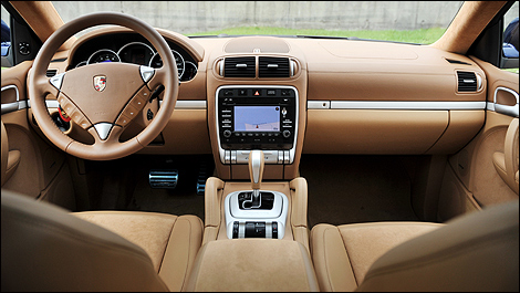 2009 porsche cayenne reviews from industry experts auto123 for Interieur voiture de luxe