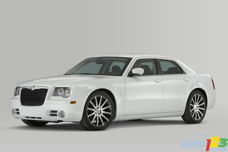 2010 Chicago Autoshow: Chrysler introduces the 300S Models
