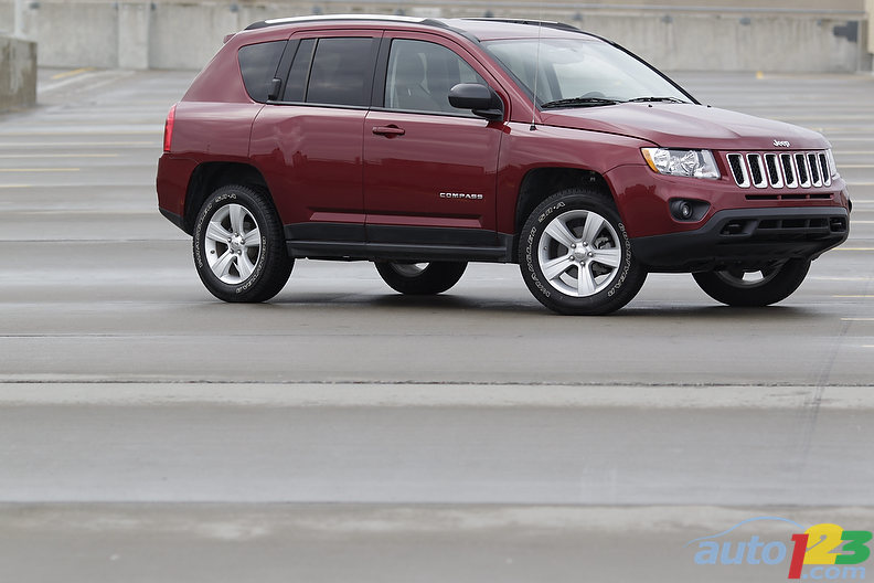 Auto123 new cars used cars auto shows car reviews for Interieur jeep compass