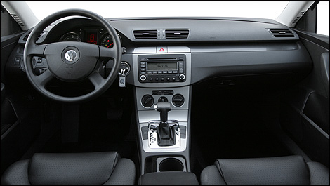 car reviews from industry experts auto123. Black Bedroom Furniture Sets. Home Design Ideas