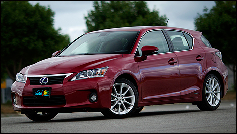 2011 Lexus CT 200h 2front 3/4 view