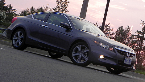 2011 Honda Accord EX-L V6  NAVI Coupe front 3/4 view