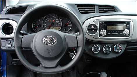 Toyota yaris hatchback 2012 premi res impressions for Interieur yaris 2