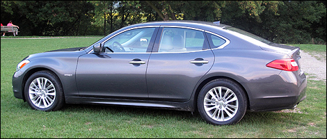 Infiniti M35h left side view