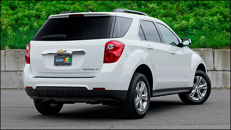 2011 Chevrolet Equinox 2LT rear 3/4 view
