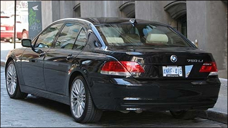 2006 BMW 750Li rear 3/4 view