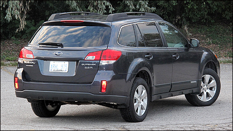 2011 Subaru Outback 3.6R Limited rear 3/4 view