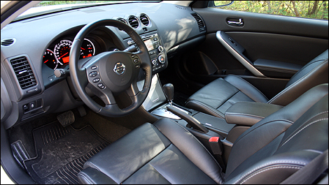 2012 Nissan Altima Coupe 2.5 S interior