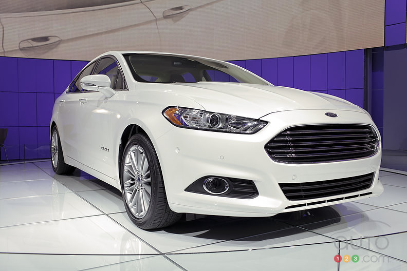 video 2013 ford fusion hybrid at detroit auto show photo gallery. Cars Review. Best American Auto & Cars Review