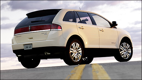 2007 Lincoln MKX rear 3/4 view