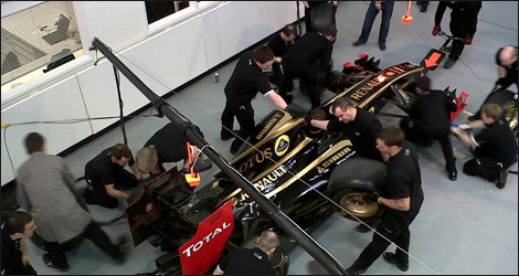 Lotus mechanics practising at the factory (Photo: Lotus F1 Team/Facebook)