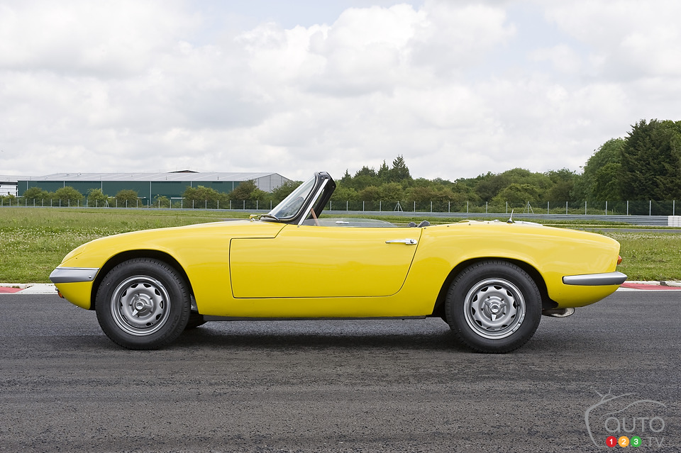 Lotus Elan celebrates 50th anniversary at Goodwood