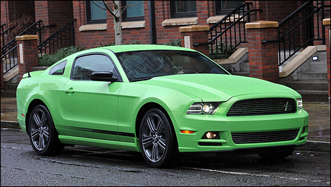 ford mustang 2013 guide d 39 achat. Black Bedroom Furniture Sets. Home Design Ideas