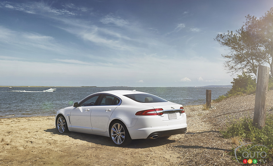 Jaguar XF gets turbo four-cylinder engine and AWD for 2013