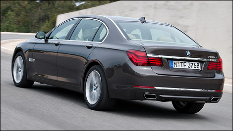 2013 BMW 7 Series rear 3/4 view