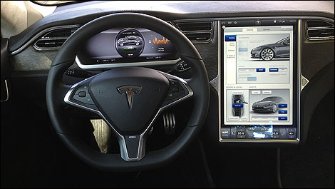 Au volant de la tesla model s 2012 for Interieur tesla model s