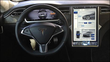 Au volant de la tesla model s 2012 for Interieur tesla