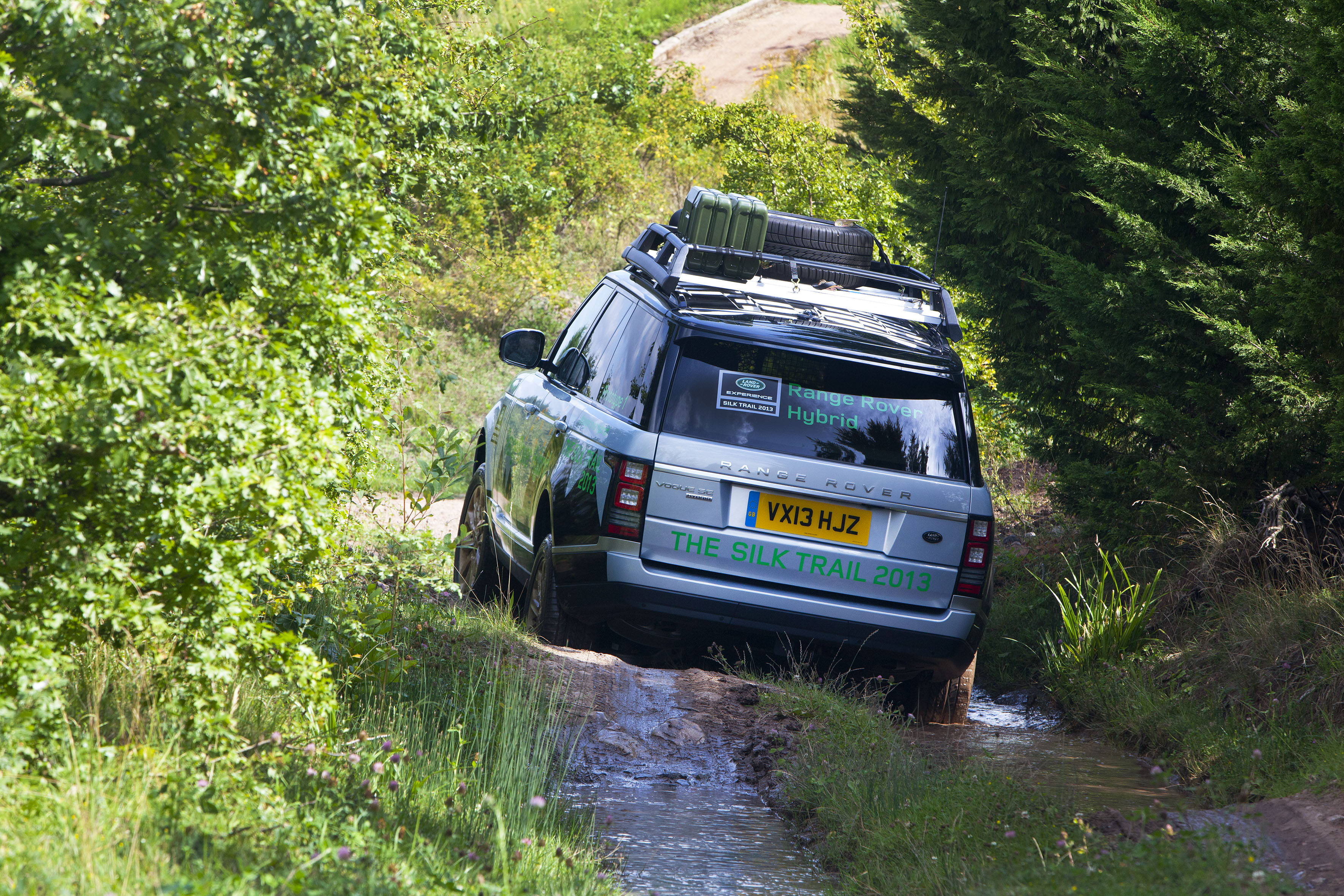 Land Rover Set to Introduce its Diesel Hybrid Range Rovers in Frankfurt