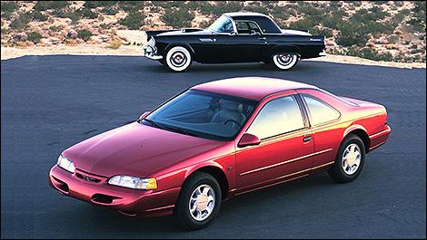 Ford Thunderbird 1995 et Thunderbird 1955 (Photo: Ford)