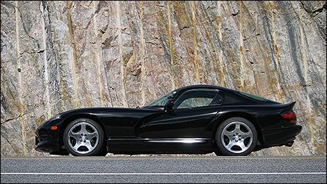 2000 Dodge Viper GTS side view