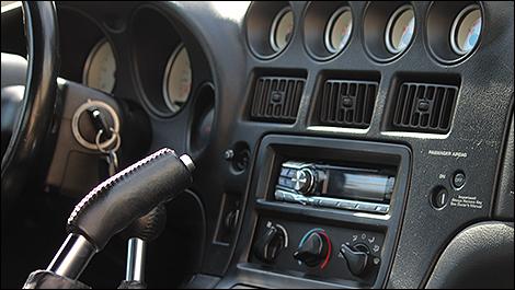 2000 Dodge Viper GTS cabin