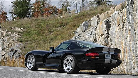 2000 Dodge Viper GTS rear 3/4 view