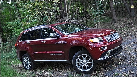 2014 Jeep Grand Cherokee Summit 3/4 view
