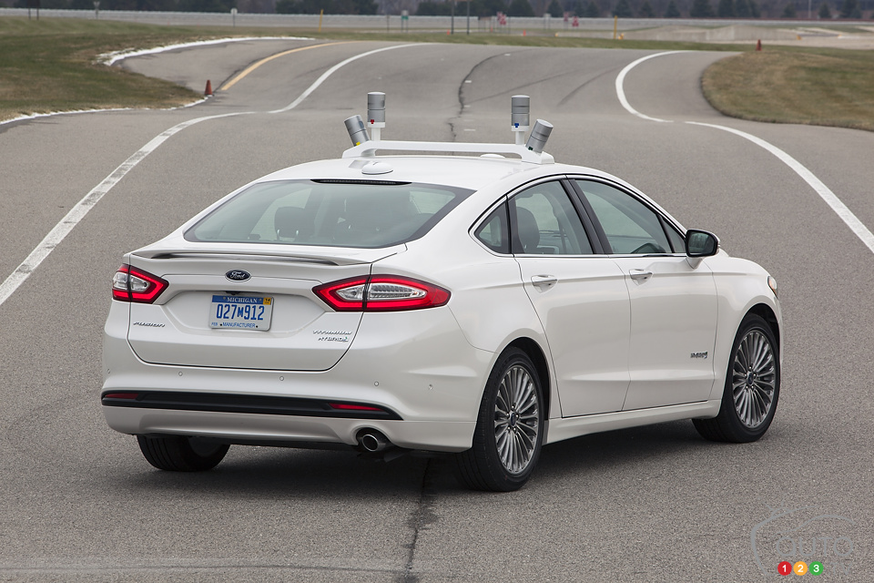Ford unveils automated Fusion Hybrid (+ video)