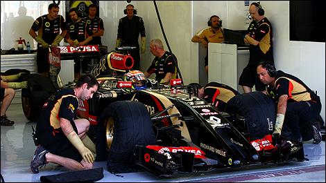 2014 F1 winter testing Bahrain Pastor Maldonado, Lotus