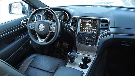 2014 Jeep Grand Cherokee Summit EcoDiesel cabin