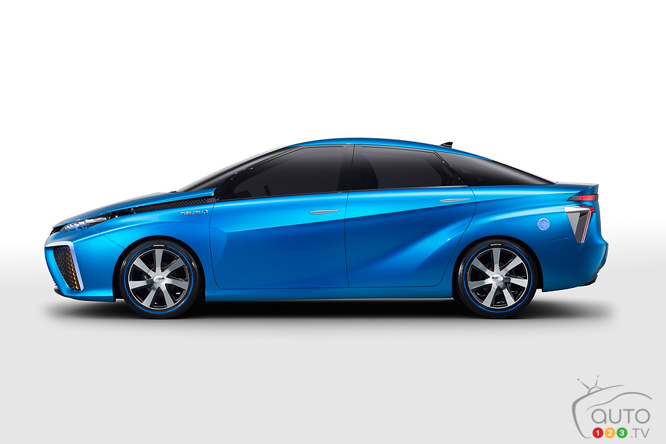 Fuel cell vehicles in Honda and Toyota's 2015 plans