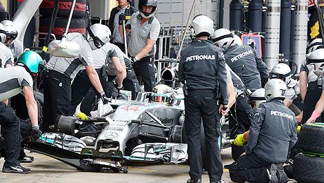 F1 Mercedes AMG pitstop Lewis Hamilton