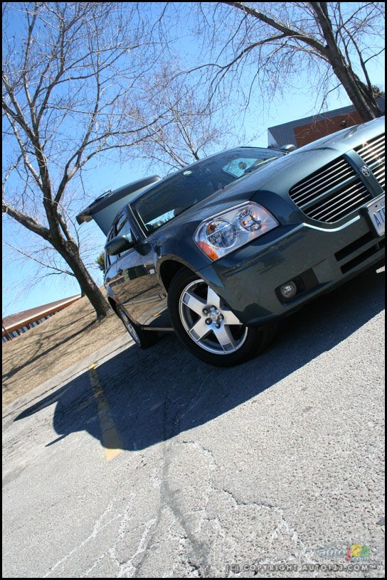 2006 Dodge Magnum SXT AWD Road Test: Photo Gallery | Auto123.com