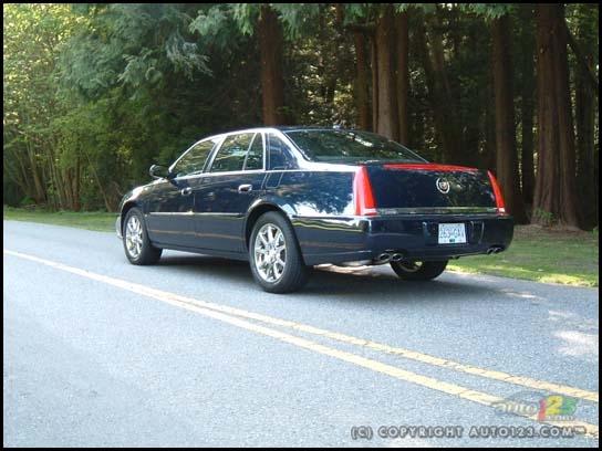 2010 Cadillac DTS Photos |