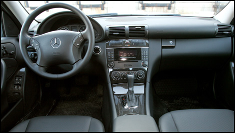 2007 Mercedes C280 Review http://www.auto123.com/en/mercedes/c-class/2007/review?carid=1074000806&artid=78695&pg=2