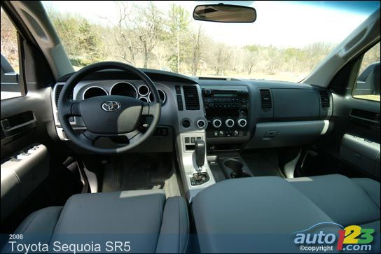 2005 Toyota Sequoia Photos | Auto123