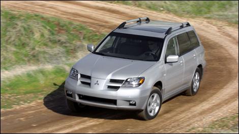 2003 2006 mitsubishi outlander pre owned car news auto123. Black Bedroom Furniture Sets. Home Design Ideas