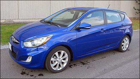2012 Hyundai Accent GLS Hatchback Front 3/4 View