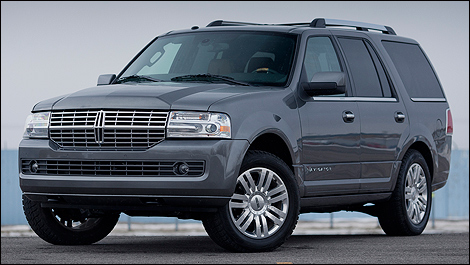 2012 Lincoln Navigator front 3/4 view