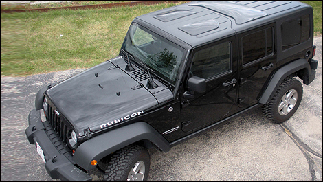 Jeep Wrangler Panoramic Roof >> Maximize Your Jeep Wrangler Experience With Jeetops Auto123 Com