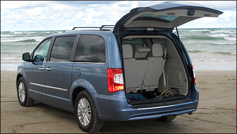 2012 Chrysler Town Country Limited Review Auto123 Com