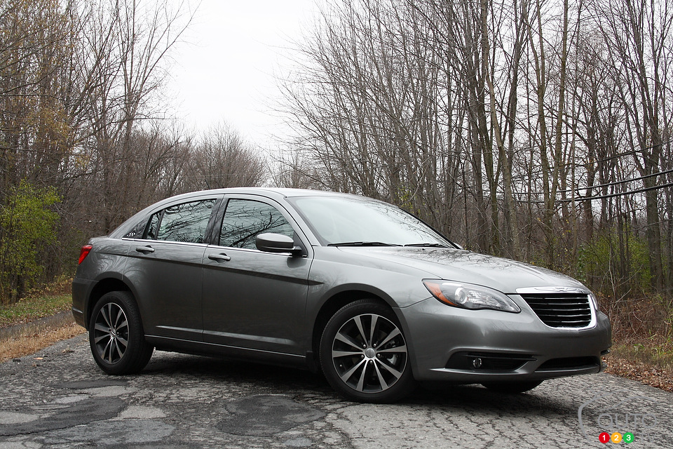2013 chrysler 200 s review photo gallery. Cars Review. Best American Auto & Cars Review