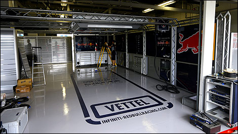 F1 sebastian vettel helped mechanics pack up india garage for Garage 123 automobile villeurbanne