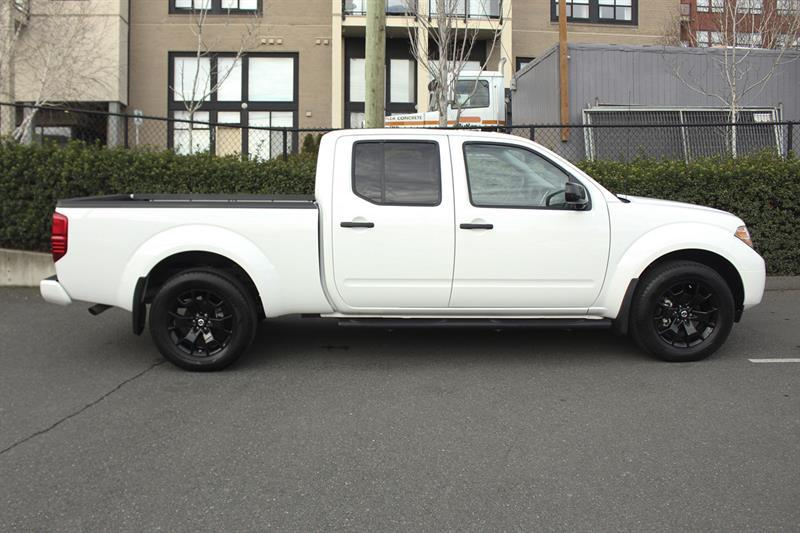 Nissan Frontier 4WD Crew Cab 2