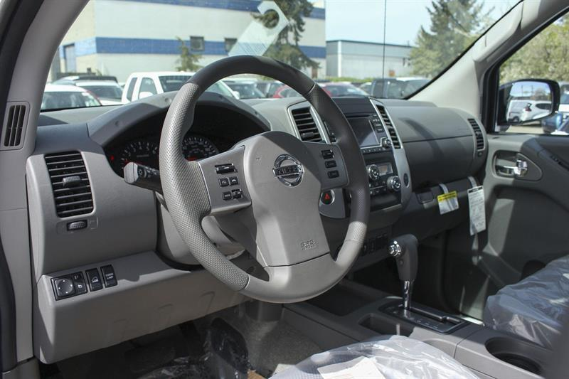 Nissan Frontier 4WD Crew Cab 3