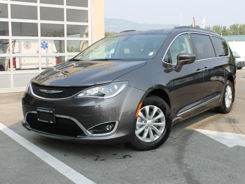 Chrysler Pacifica 1